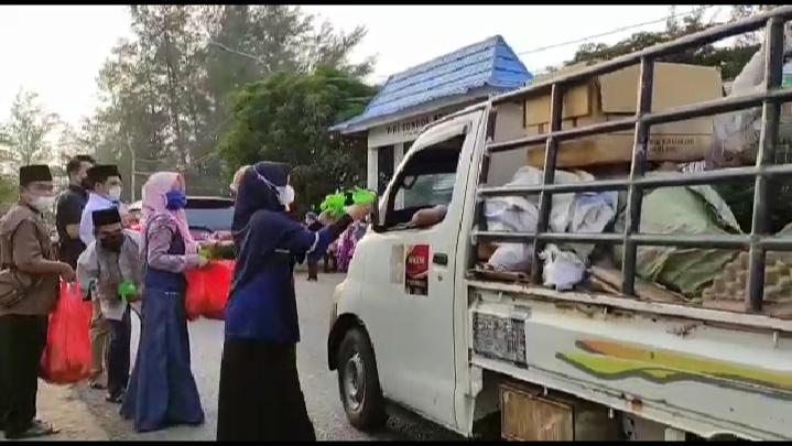 Ramadhan Penuh Berkah, DKP Kota Bengkulu Bersama Nelayan Berbagi Takjil