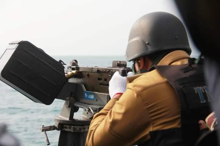 Patroli, Wagub Bengkulu Coba Persenjataan Canggih Kapal Lanal Bengkulu